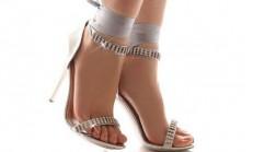 Topuklu Ayakkabı Giyerek Erkeklerden Yardım Alabilirsiniz