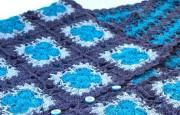 Tığ İşi Kare Motifli Mavi Kolsuz Yelek Modeli