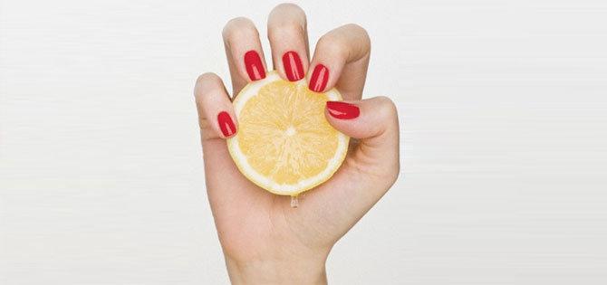 sararan-tirnaklari-limon-ile-parlatmak